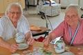 Basteln-Tischdekoration-im-Seniorenheim-03