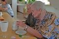 Basteln-Tischdekoration-im-Seniorenheim-05