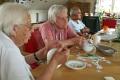 Basteln-Tischdekoration-im-Seniorenheim-06