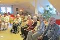 Singen-mit-den-Grundschulkindern-an-Nikolaus-im-seniorenheim