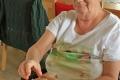 Basteln-Tischdekoration-im-Seniorenheim-02
