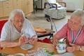 Basteln-Tischdekoration-im-Seniorenheim-04